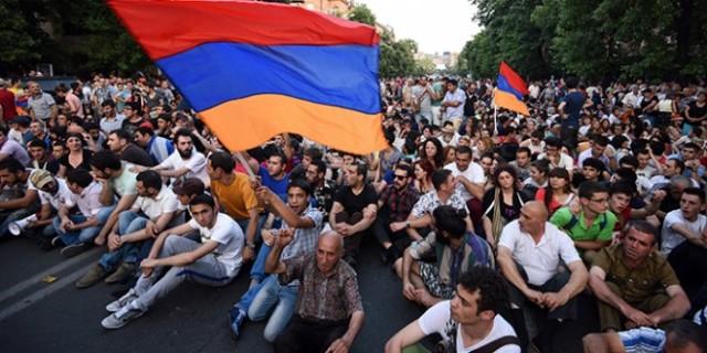 armenia-protest-electricity-president1.si_-660x330